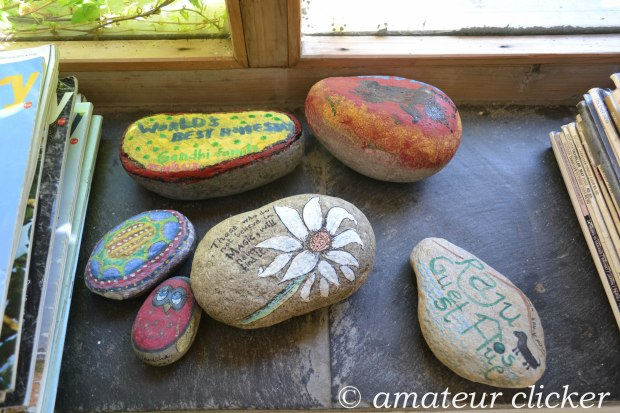 Rocks from the Tirthan river painted by visitors. Raju will lend you his brush and colours to keep you busy on rainy day's! :)
